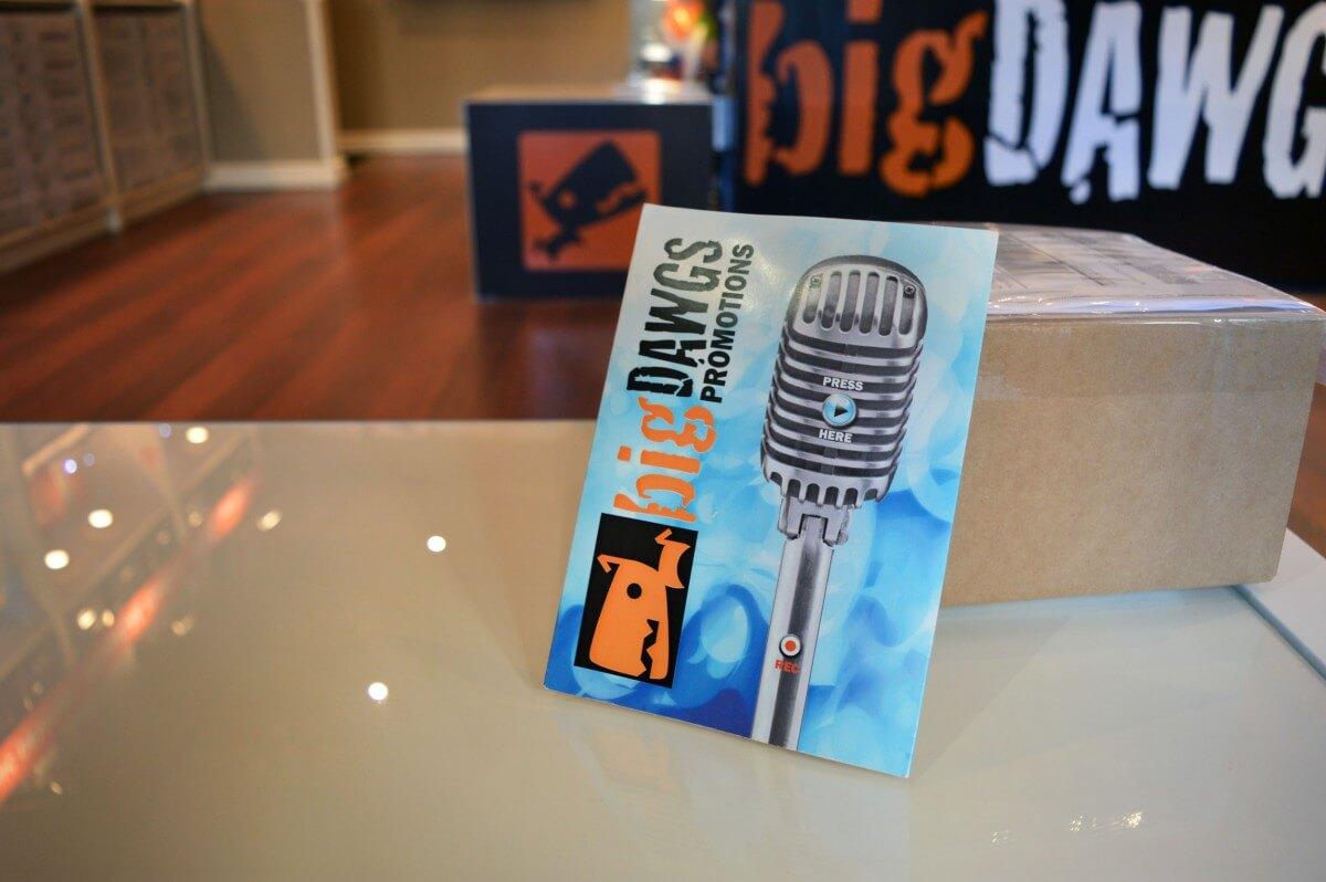 bigDAWGS singing postcards.